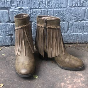 Sbicca Fringe Flare Taupe booties (Size 7)
